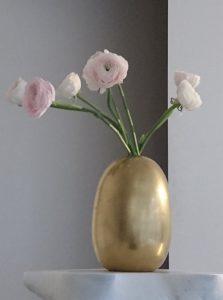 Pièce d'exception - Vase doré à la feuille - Renoncules